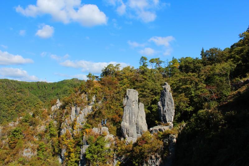 全長16mと12mの岩がそびえ立つ名所で、夫婦円満のパワースポットでもある。