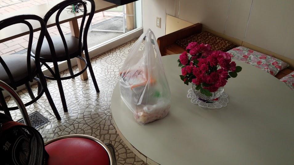 撮影に際し買い物袋を置いてしまったのは失敗であった