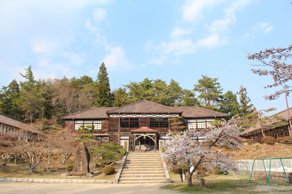 春は桜が美しい吹屋小学校