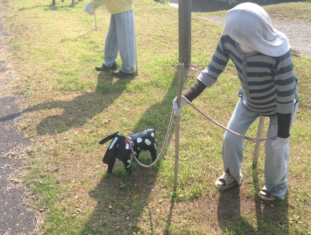 散歩中のおばあさん