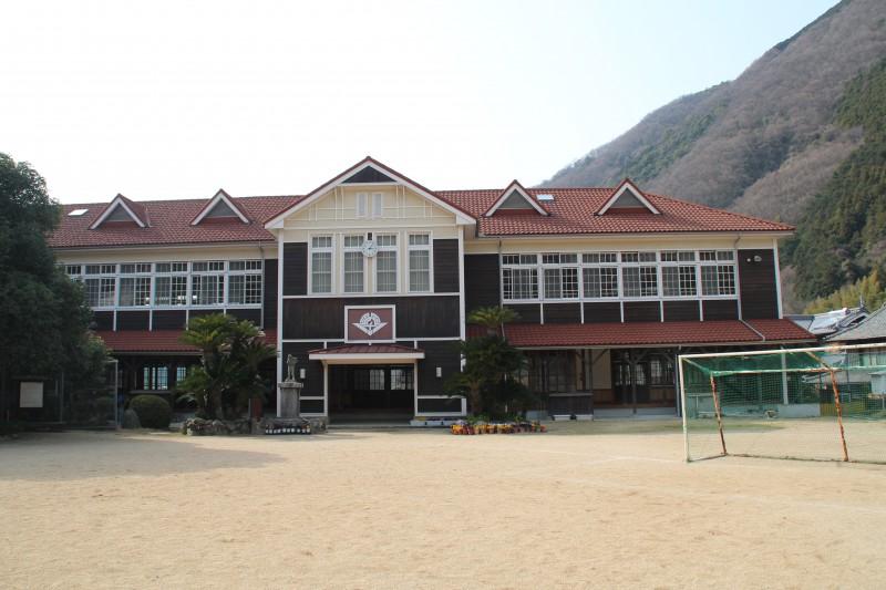 ここがお前たちのふるさとだ!カッコイイ翠小学校