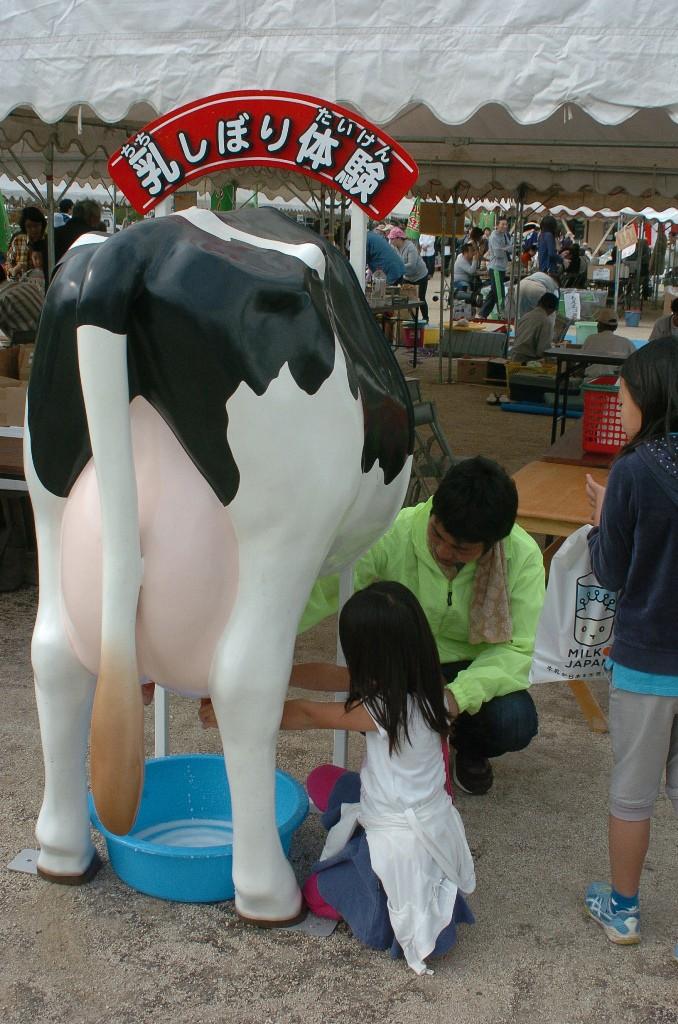 そば打ち、乳搾り等の体験コーナーもありました。